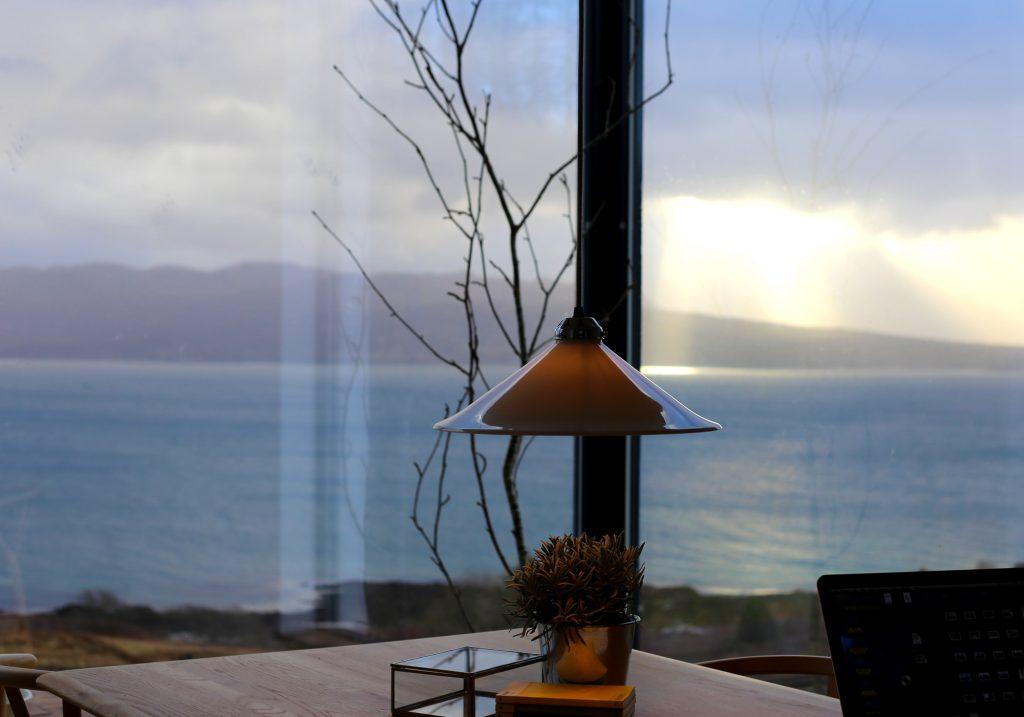 Luxury Self Catering, Isle of Skye, Hooglanden, Schotland, uniek, architectuur, kust, zeezicht, droombeeld, het beste uitzicht in Schotland, het beste uitzicht op skye, Top 5 self-catering, top 10 self-catering, skye raam huis, huis , verblijfplaats, modern huis, eigentijds huis, romantisch uitje, prentenhuis, enorme ramen, ramen, hebrides zelfbediening, bucketlist, beste plek om te verblijven, top verblijf in het VK, houtkachel, gaggenau, hanger, origineel enz, natuurlijk huis, eco-vriendelijke self-catering, bezoek Groot-Brittannië, visist schotland, luxe vakantie accommodatie, Luxe Self Catering, Île de Skye, Highlands, Écosse, unique, architecture, côtières, vue sur la mer, vue de rêve, meilleure vue en Écosse, meilleure vue sur skye, Top 5 gîtes, top 10 gîtes, skye window house, maison , house house, maison moderne, maison contemporaine, escapade romantique, maison de photo, énormes vitrages, fenêtres, gîtes de hebrides, liste de seaux, meilleur endroit pour rester, Royaume-Uni top top stay, poêle à bois, gaggenau, pendentif, original etc., naturel house, éco-friendly catering, visite de la grande-bretagne, ecosse visist, logement de vacances de luxe, Luxus-Selbstversorger, Isle of Skye, Hochland, Schottland, einzigartig, Architektur, Küsten-, Seeblick, Traumblick, beste Aussicht in Schottland, beste Aussicht auf skye, Top 5 Selbstversorger, Top 10 Selbstversorger, skye Fenster Haus, Haus , Stayhouse, modernes Haus, modernes Haus, romantische Flucht, Bild Haus, große Verglasung, Fenster, Hebriden Selbstversorger, Eimer Liste, beste Unterkunft, UK Top-Top-Aufenthalt, Holzbrenner, Gaggenau, Anhänger, original etc, natürlich Haus, umweltfreundliche Selbstversorgung, besuchen Sie Großbritannien, Visitor Schottland, Luxus-Ferien-Unterkunft, スコットランド高地、スコットランド、ユニークな建築、海岸、海の景観、眺望、眺望、スコットランドでの最高の景色、スカイでの最高の景色、トップ5の自炊、トップ10の自炊、スカイ窓の家、家、ステーキハウス、現代的な家、ロマンチックな休暇、絵の家、巨大な釉薬、窓、ヘブライド自炊、バケツリスト、最高の場所、英国のトップストップステイ、ウッドバーナー、gaggenau、ペンダント、オリジナルなど家庭、環境に配慮した自炊、英国、ビジタースコットランド、豪華な休日の宿泊